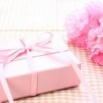 母の日のプレゼントで人気なのは?花や洋服はどう贈る?